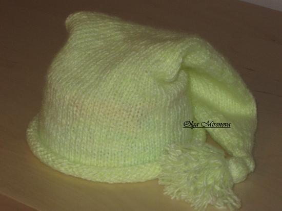 Вот такая шапка колпак для малыша вяжется спицами.  Схема вязания и фото...