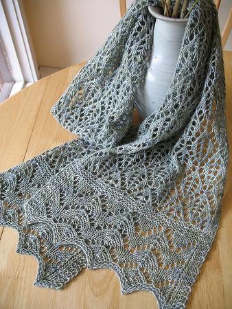 Рхемы вязания спицами ажурных шарфов. шарф резинкой как.