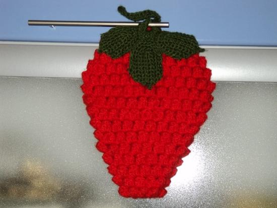 Среда.  Ягодка клубничка-схема для дневников.  Суббота Схема ягоды виктории (клубники) крючком.