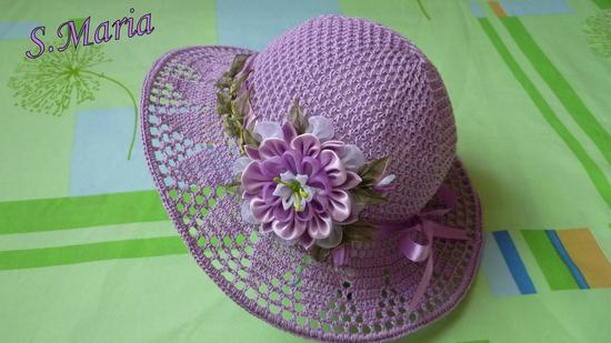 Украсить вязаную шляпку своими руками